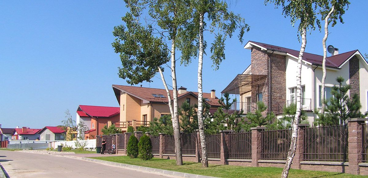 Панорама улицы с домами в Family Club