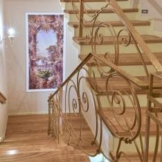 Второй этаж, вид 1: лестница на 2 этаж, таунхаус 5-5 в Арт Вилладже